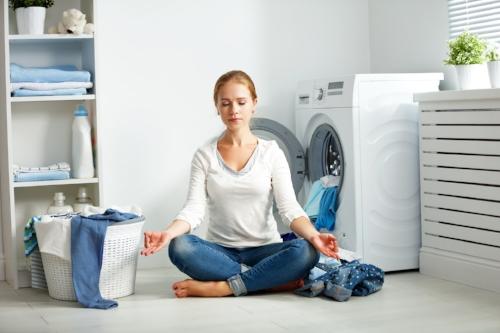 women-meditating-on-the-kitchen-floor-thisgirlisonfire.co.uk