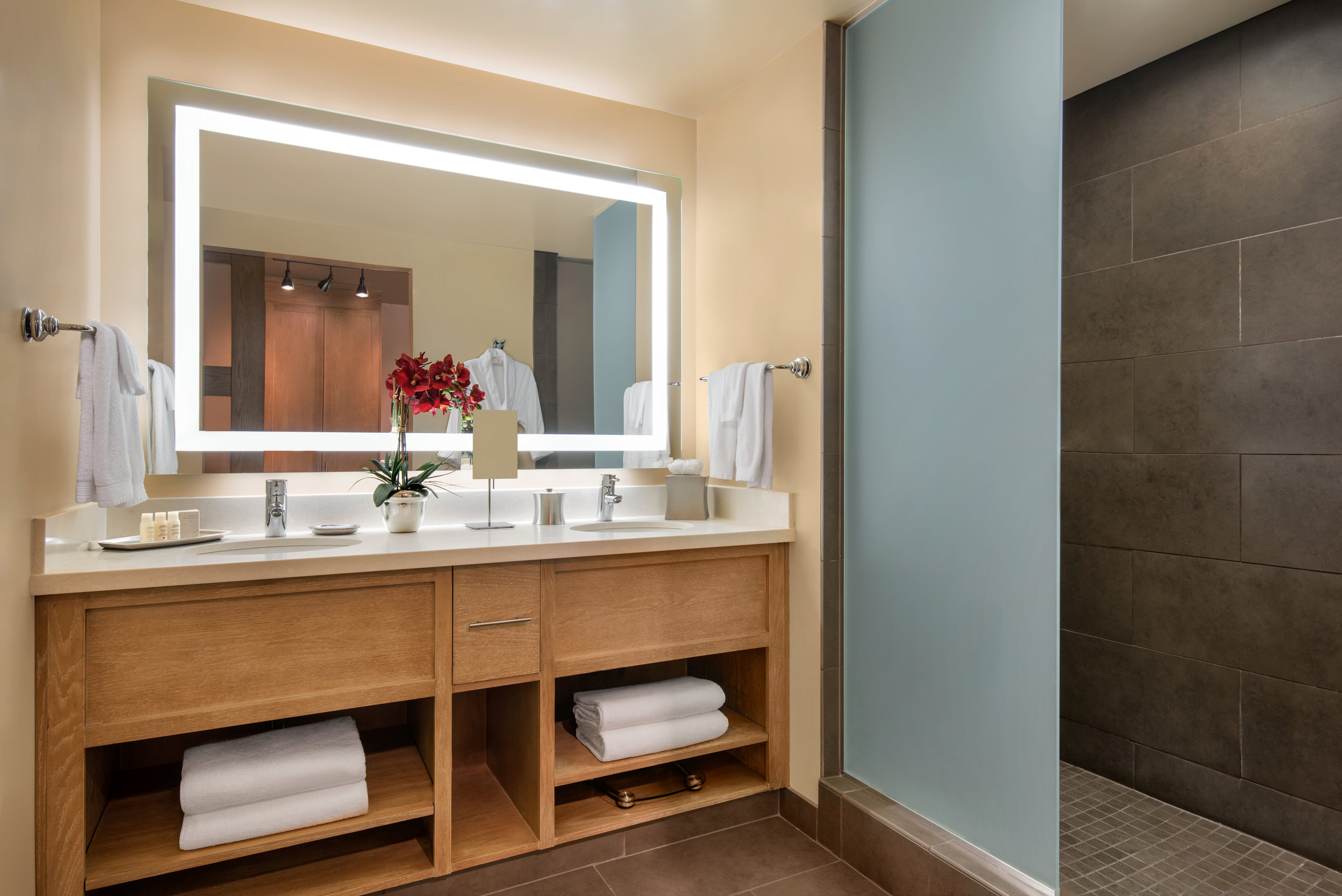 Inn_at_5th Suite Bathroom.jpg