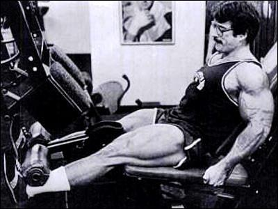 Mike_Mentzer_Training_Legs.jpg