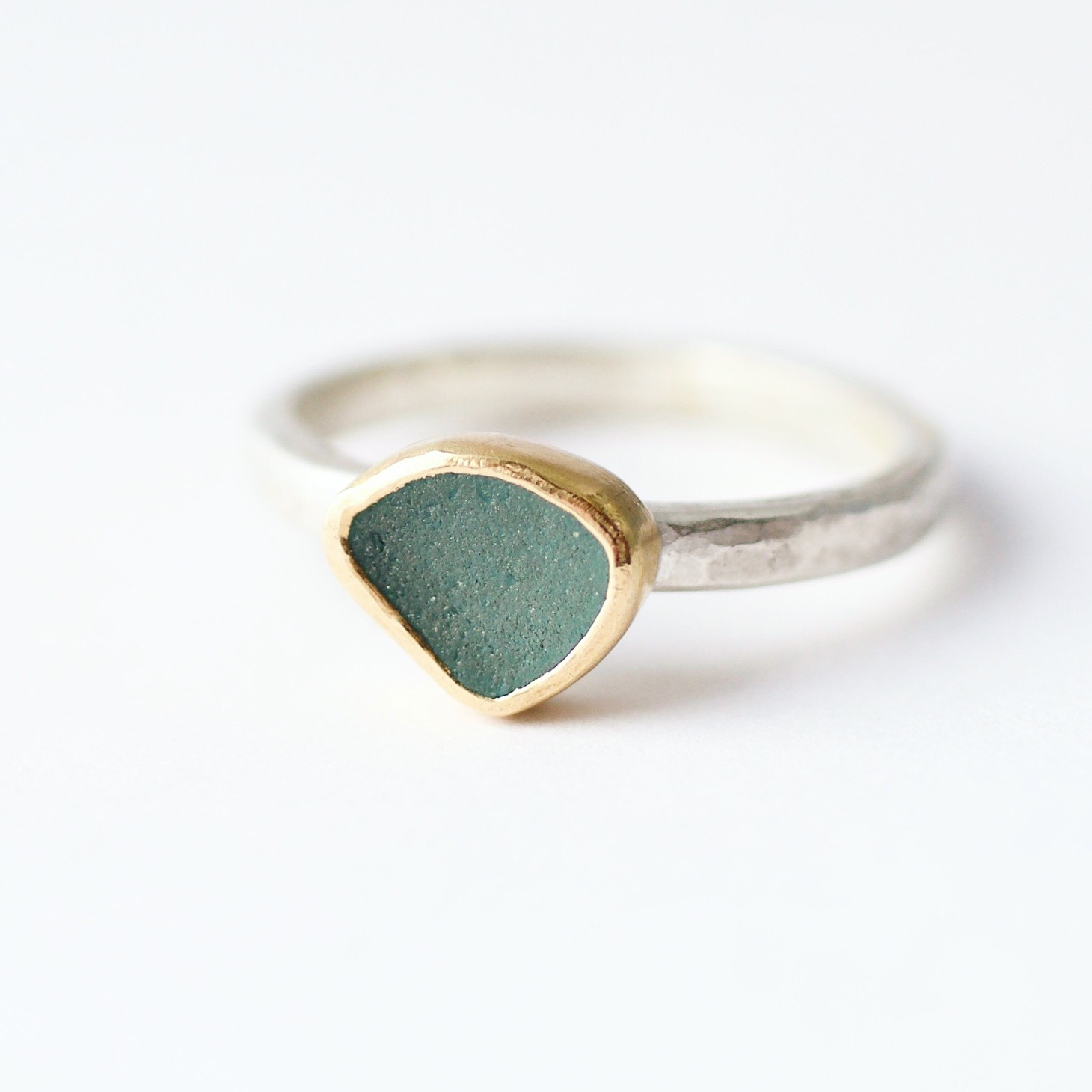 Silver band & 18ct yellow gold setting