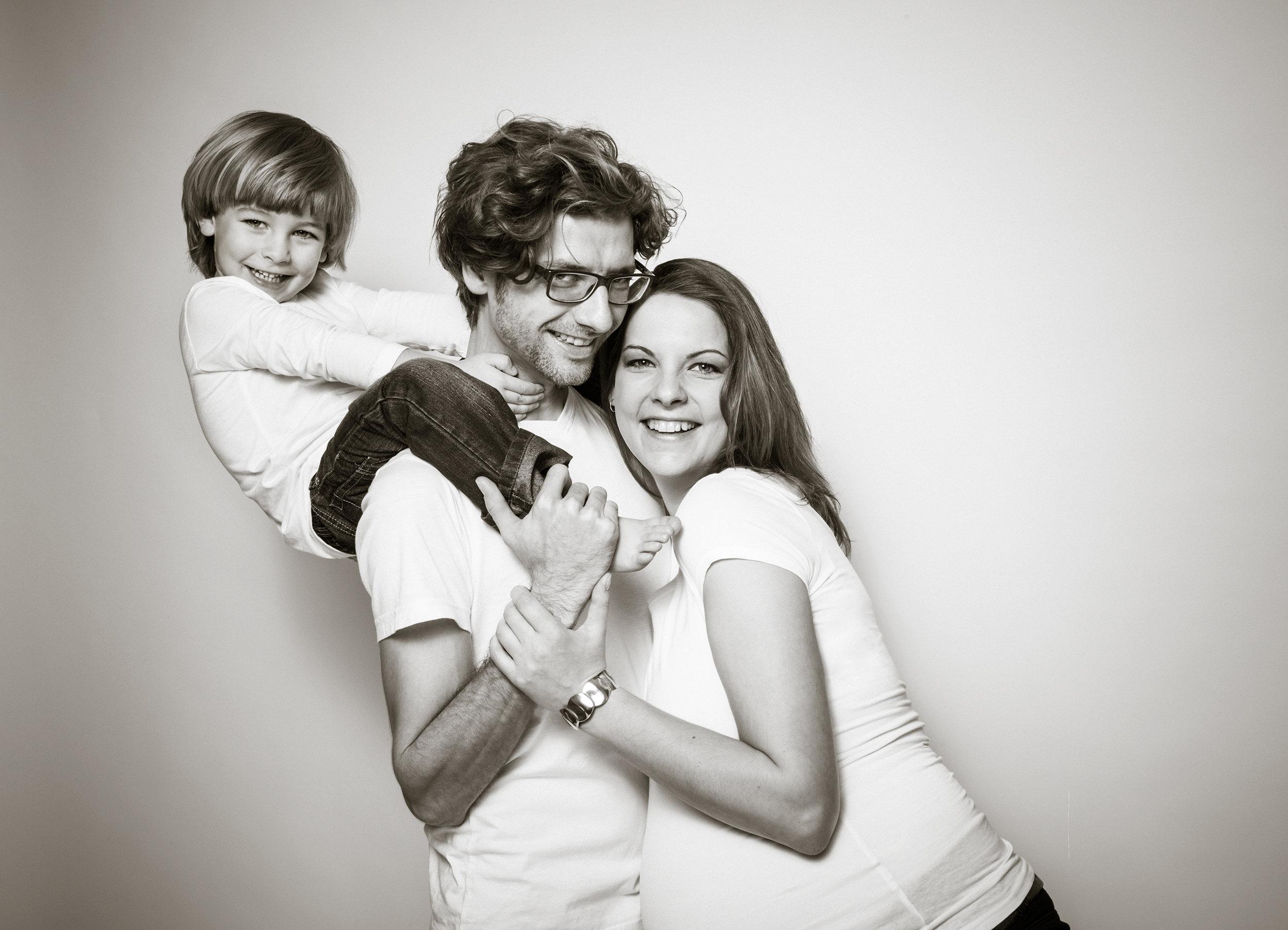 familienfoto-mit-babybauch.jpg
