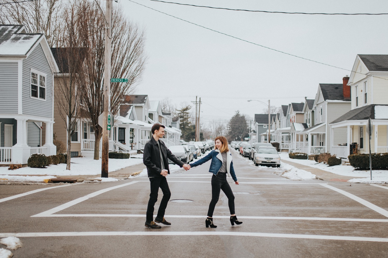 couple walking around the university of Dayton campus