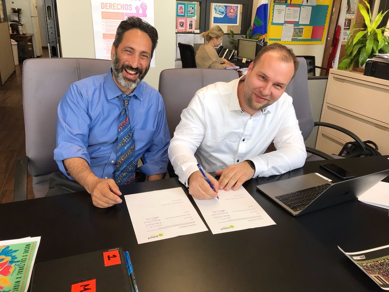 Contract Signature PArentCom Academia Avance.jpg