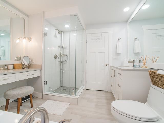 main bath 5.jpg