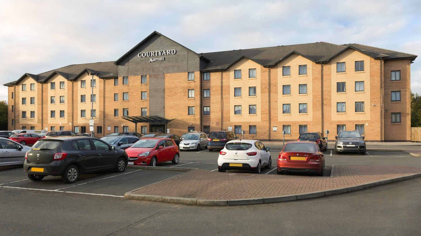 courtyard by marriott glasgow airport - Located in Paisley just 0.2 miles from the Glasgow International Airport, the Courtyard offers a convenient stop for outbound flights. Parking for fee. Property does not advertise an airport shuttle.RATINGS: 4/5 TRIPADVISOR | 3.5 STAR MID-RANGEDELUXE KING: $158 per night + tax
