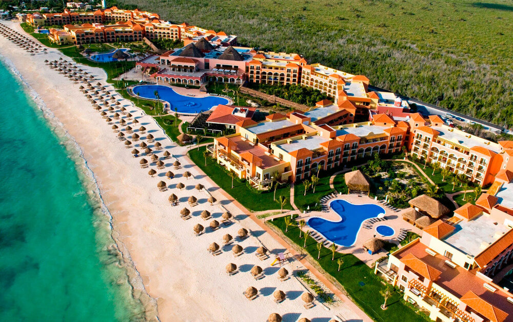 Ocean Coral & Turquesa - all inclusive - This dazzling all-inclusive resort is located on prime beachfront property in the heart of the Mexican Caribbean, close to Cancun and neighboring Riviera Maya communities.