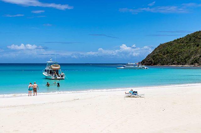 Simple. . . . . . #culebra #puertorico #flamecobeach #playaflamenco #playita #sunlife #saltlife #sunbathing #snorkling #fishing #boating #sunshine #discoverpuertorico #visitpuertorico #fabieloz @fabieloz #reef #wildlife #beachphotography #vacationmode