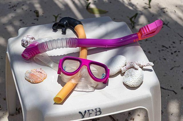 Come on, you know you want to... . . . . . #culebra #puertorico #flamecobeach #playaflamenco #playita #sunlife #saltlife #sunbathing #snorkling #fishing #boating #sunshine #discoverpuertorico #visitpuertorico #fabieloz @fabieloz #reef #wildlife #beachphotography #vacationmode