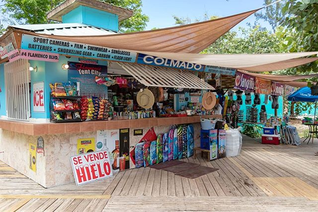 Our neighborhood by the beach 🏖️👙 . . . . . #culebra #puertorico #flamecobeach #playaflamenco #playita #sunlife #saltlife #sunbathing #snorkling #fishing #boating #sunshine #discoverpuertorico #visitpuertorico #fabieloz @fabieloz #beachphotography #vacationmode