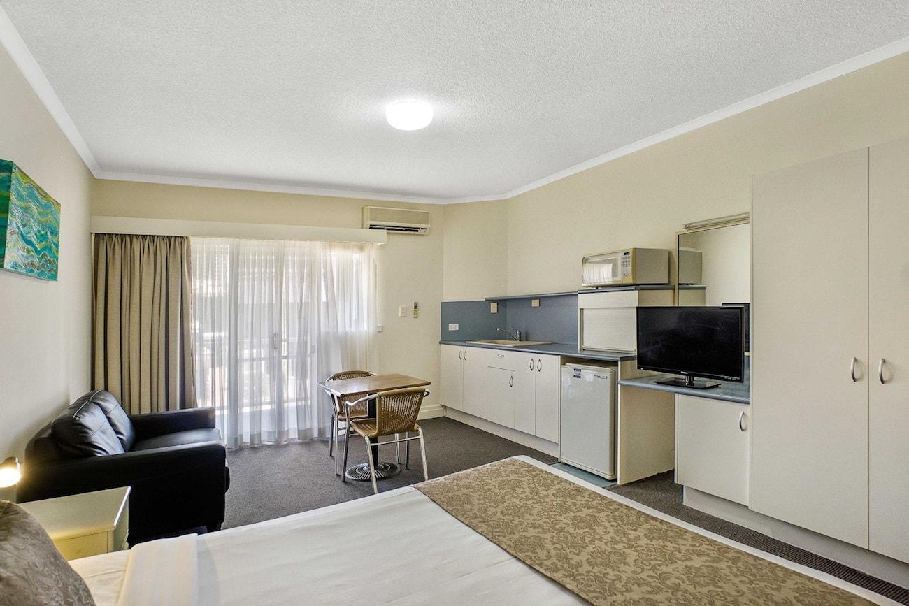 toowong-inn-suites-hotel-motel-apartments-accommodation-brisbane.14.jpg