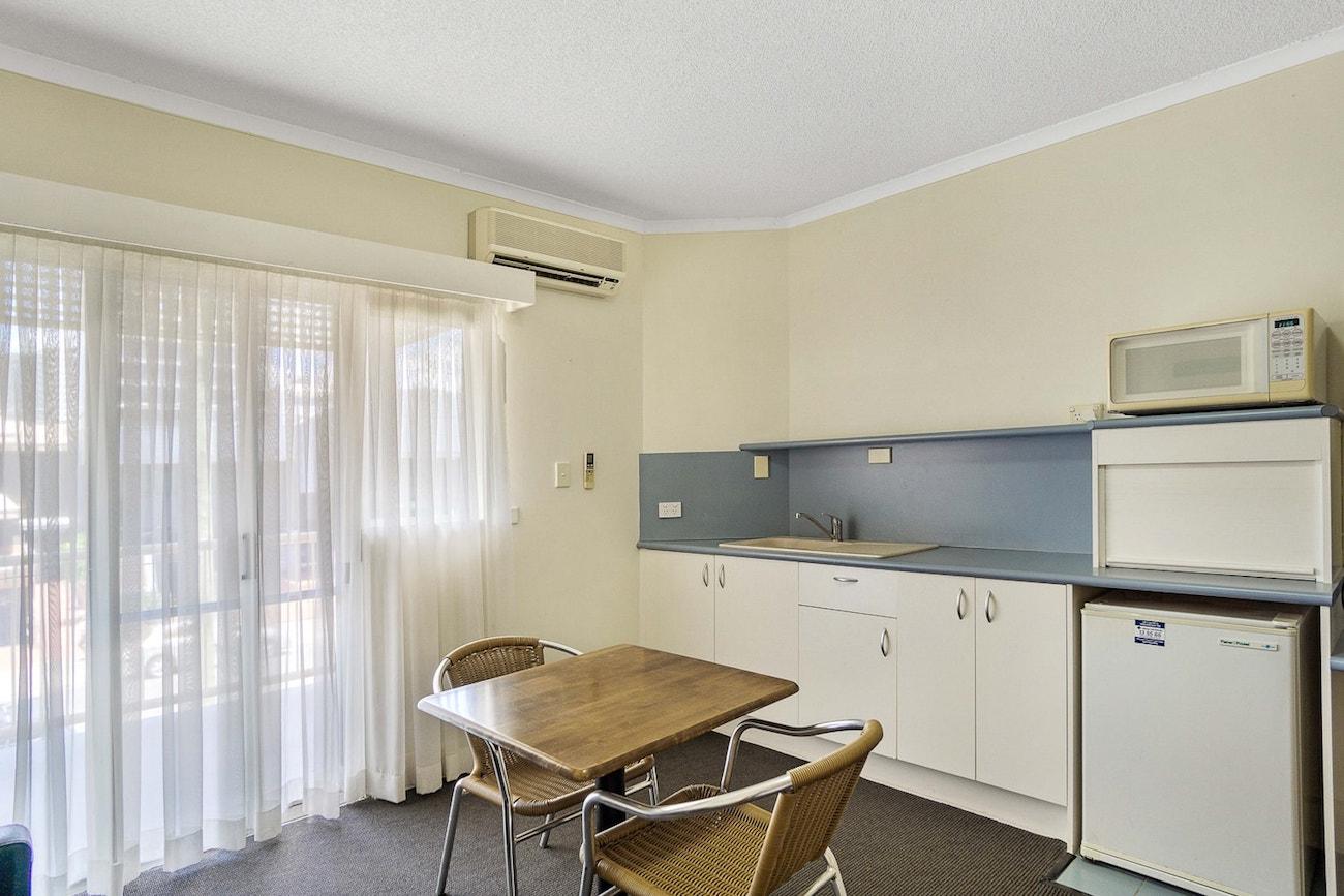 toowong-inn-suites-hotel-motel-apartments-accommodation-brisbane.16.jpg