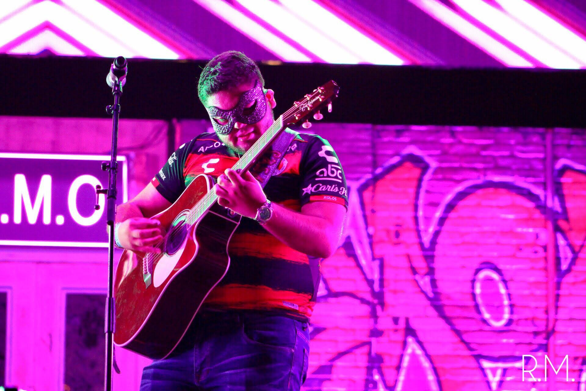 El De La Guitarra by Roger Martinez