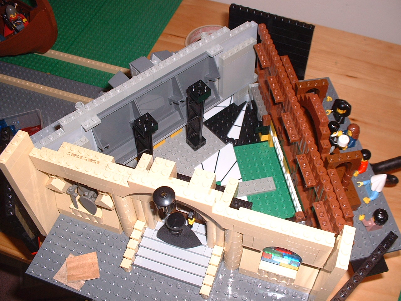 The sequence of Da Vinci, martin luther and shakespeare was built as a single set, animated on top of a turntable.