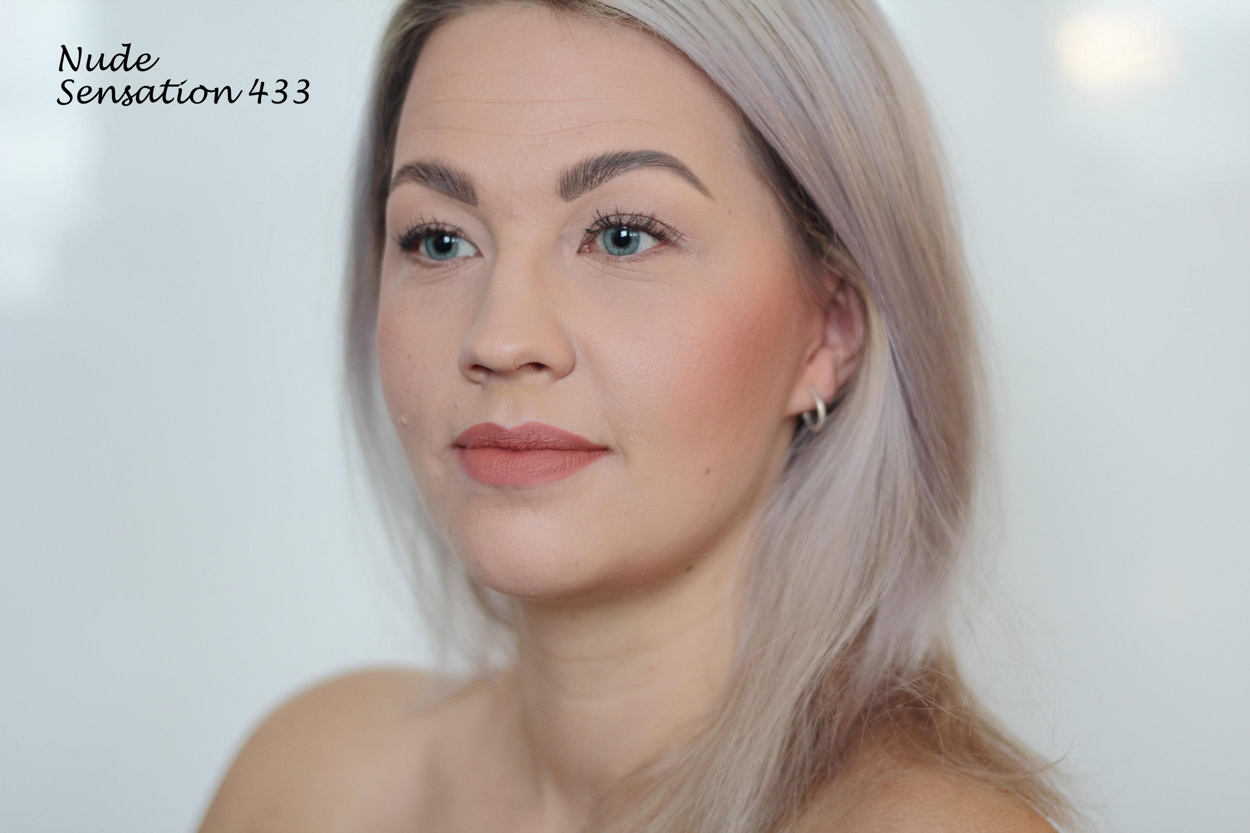Nude Sensation Lipstick (433): Nude Sensation taas on perinteisempi rusehtava nude. Näistä vaaleista sävyistä tykkään eniten tästä. Sopii varmasti tosi hyvin tumman silmämeikin kanssa ja näyttää hyvältä myös pelkän ripsivärin kanssa.