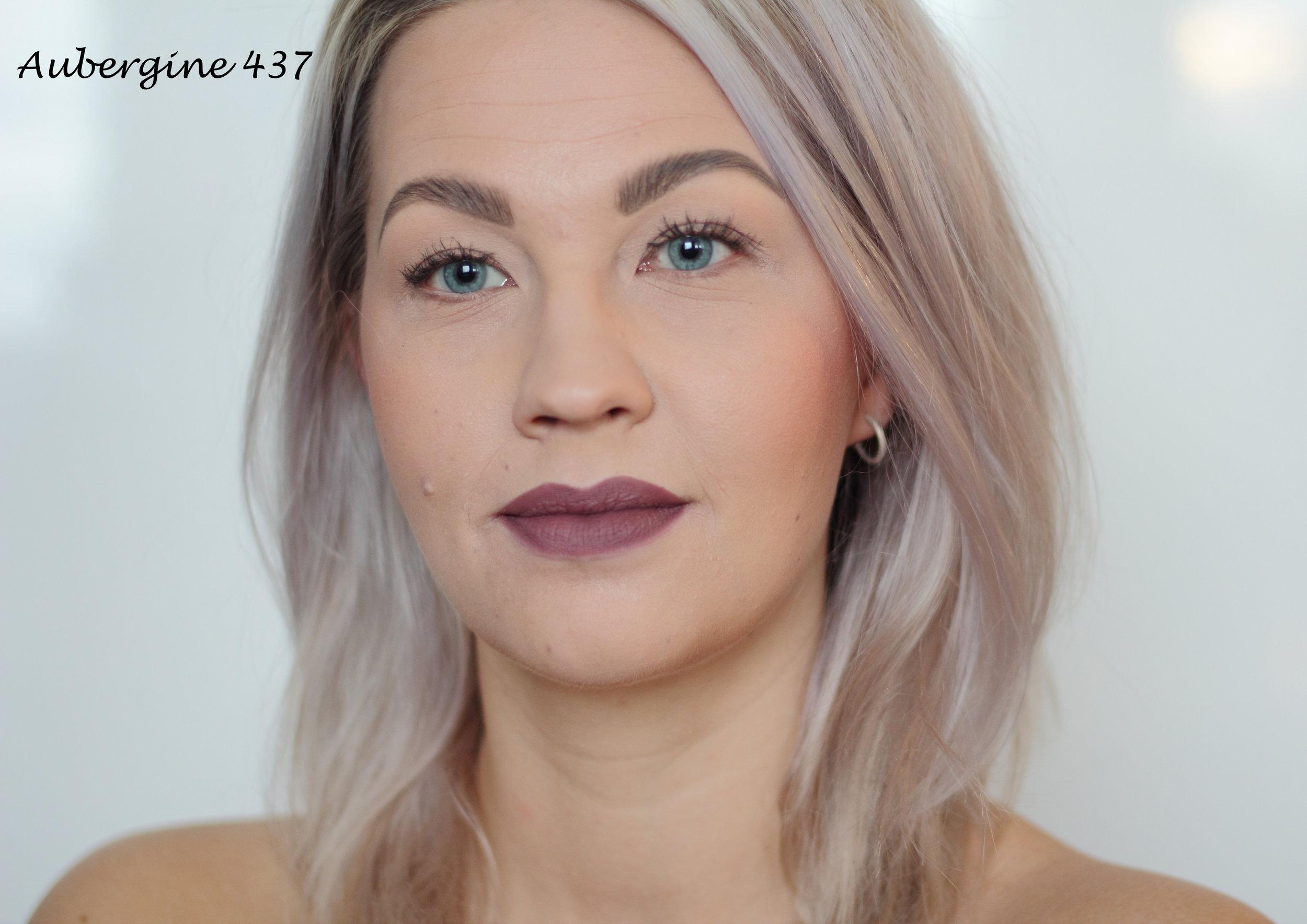 Aubergine Lipstick (437): Aubergine on aivan mahtava kylmä violettiin taittava huulipuna. Tämä on minun ehdoton suosikki näistä huulipunista ja rakastuin siihen heti, kun kokeilin sitä ensimmäisen kerran. Aivan ihana sävy! Ainakin tämä ja Nude Sensation on pakko ostaa itselle.