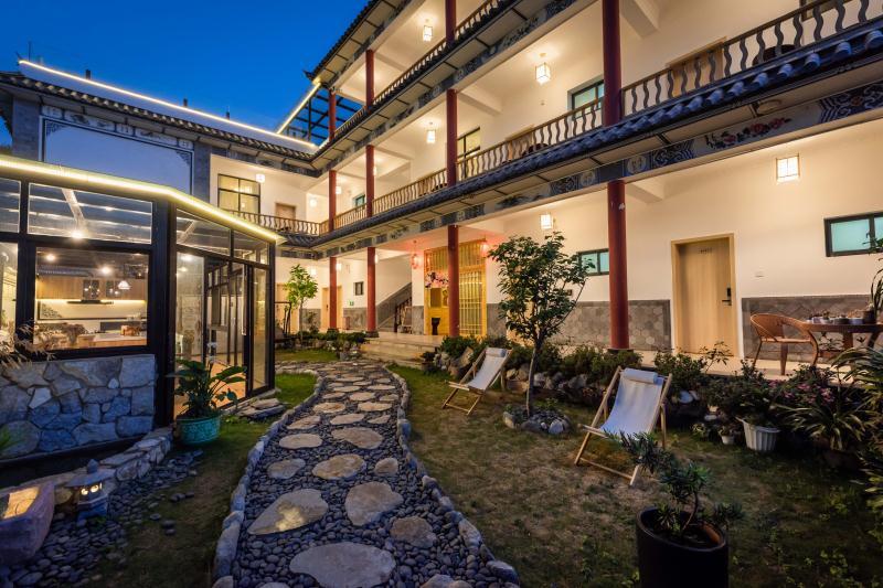 Courtyard at Akitaya Guesthouse Dali 大理秋田家精品客栈