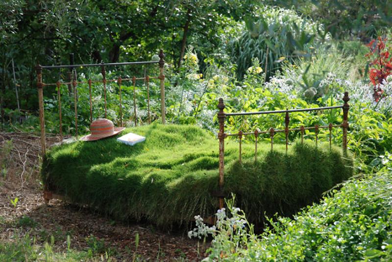 bed-furniture-garden.jpg