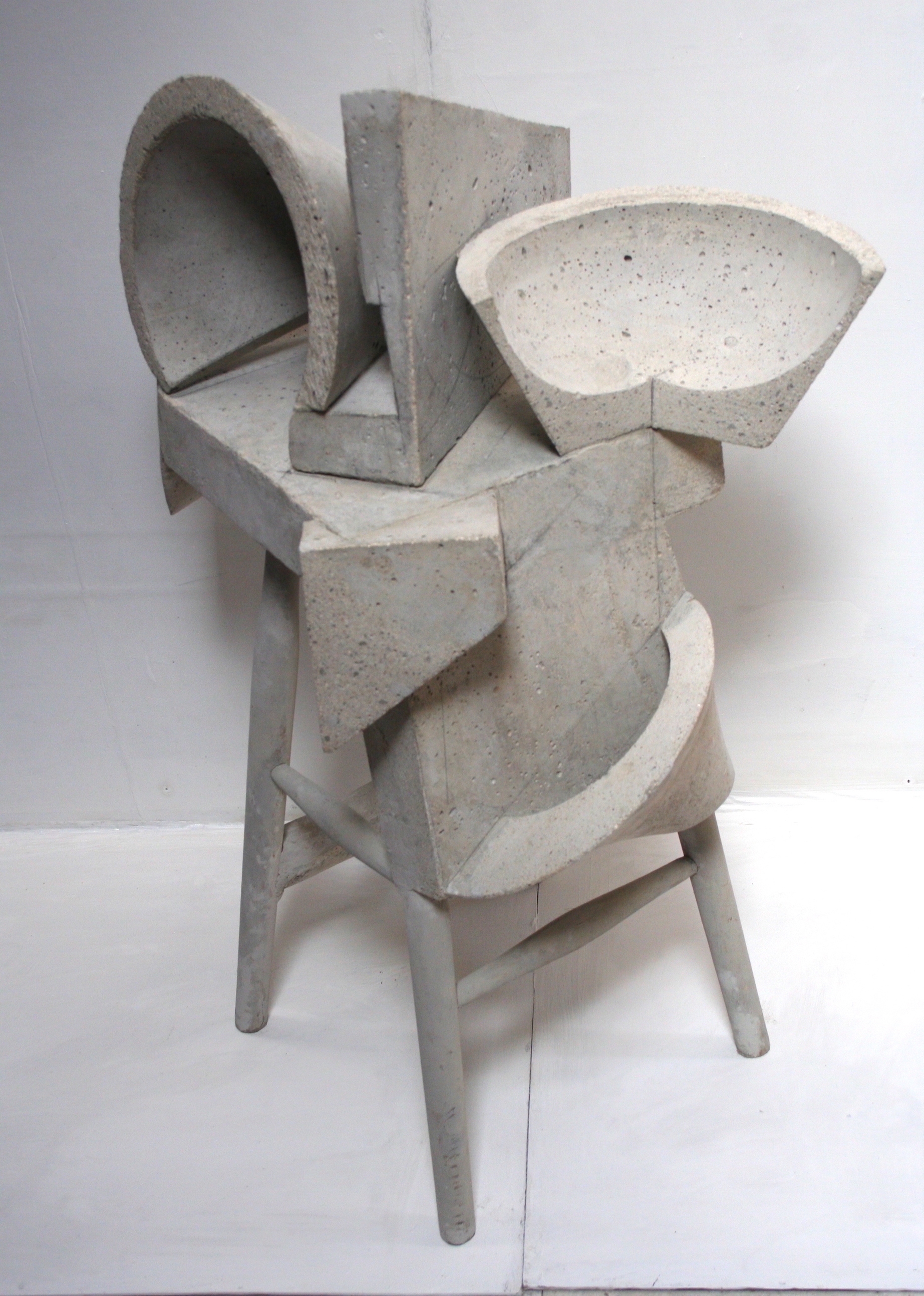 Jaana Fowler,  Morphing,  Cement and wood