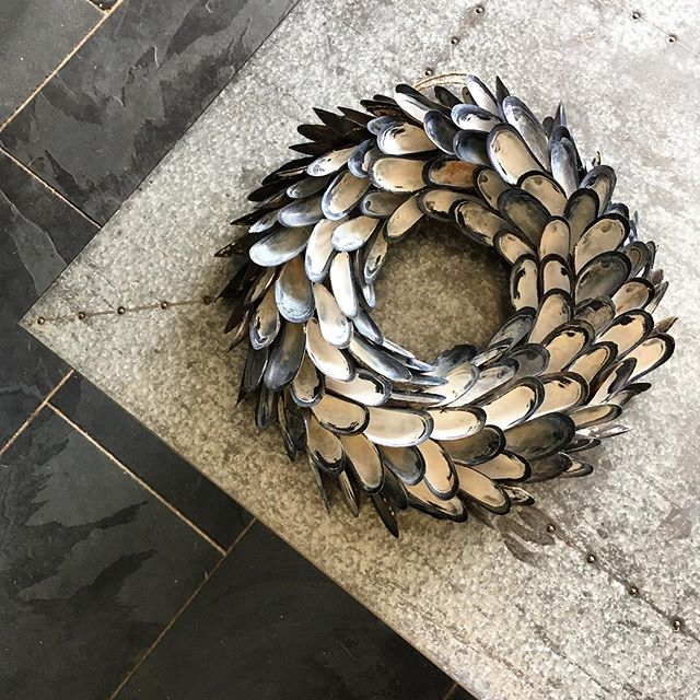 So impressed with the work that's gone into this mussel shell wreath made by awesome ex-chef and good friend @coastandcountrydesigns - and very cool to see things that would be thrown away get put to good use. Bravo!