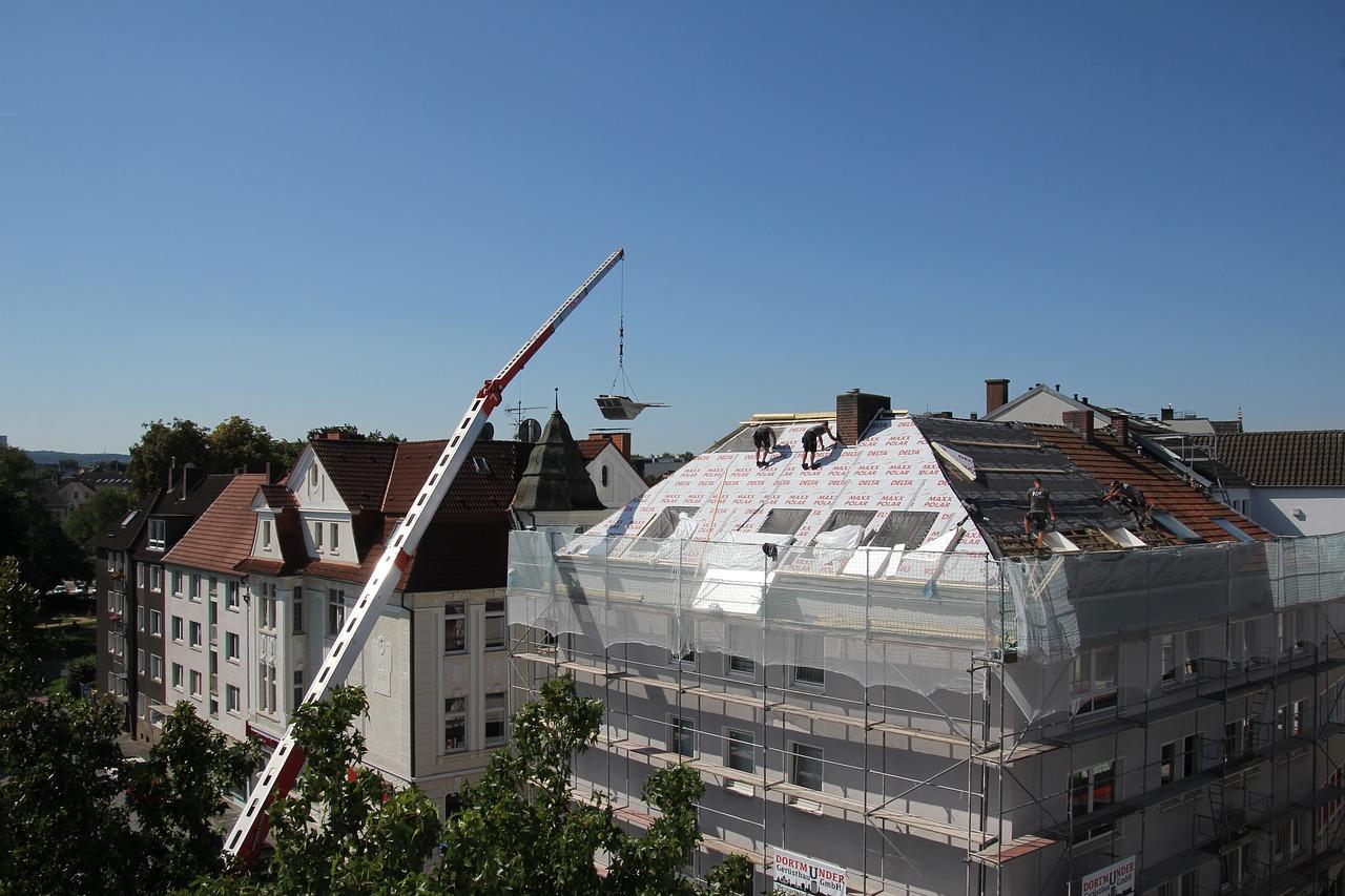 roofers-2681351_1280.jpg