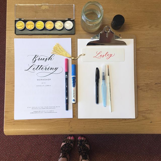 My favourite Brush Lettering supplies 🤗 so looking forward to six hours of uninterrupted Lettering!! What a sunny day, windows open, music on! Have a nice day X
