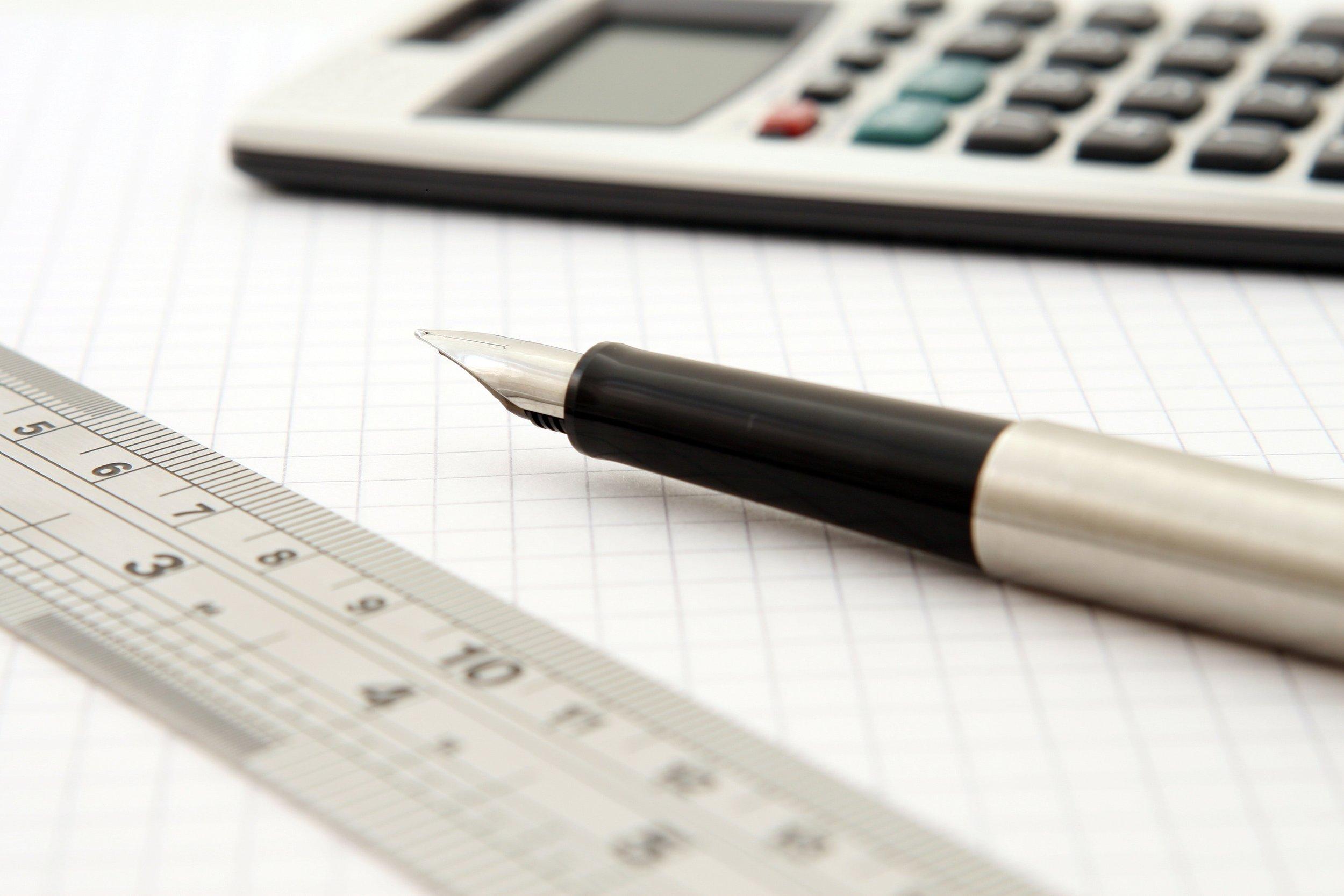 calculator-close-up-fountain-pen-159722.jpg