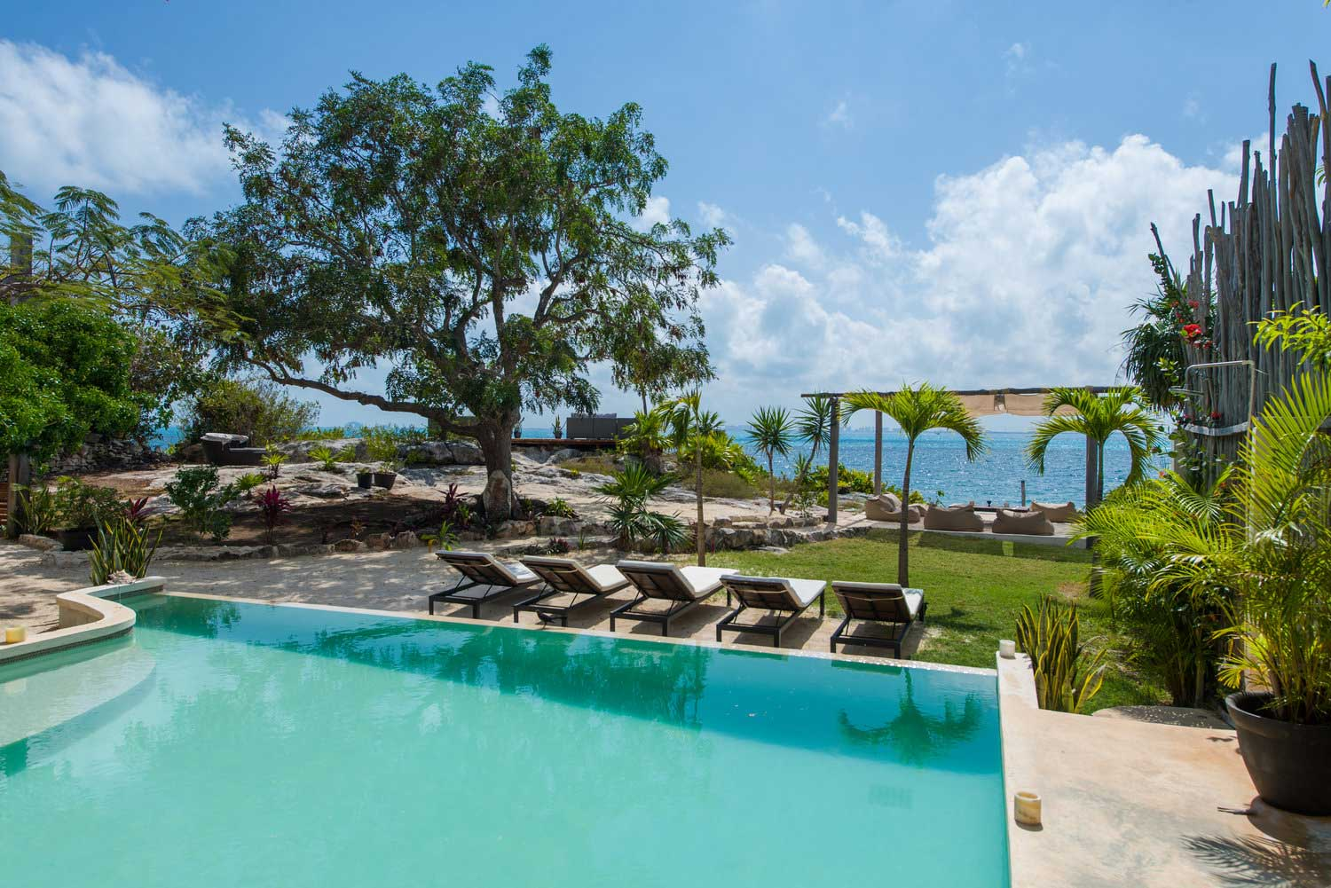 Casa Coco Pool with Beach View