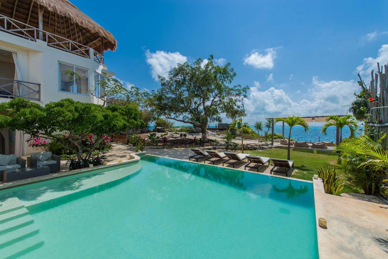 Casa-Coco-Wide-Pool-&-Villa