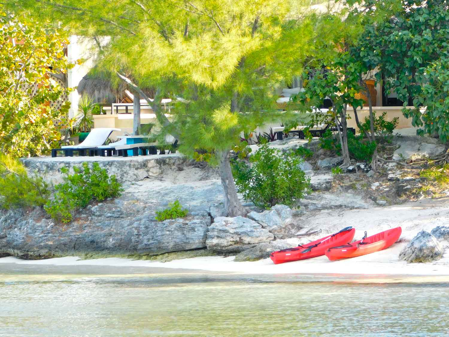 Encantada Beach Lounge & Kayaks