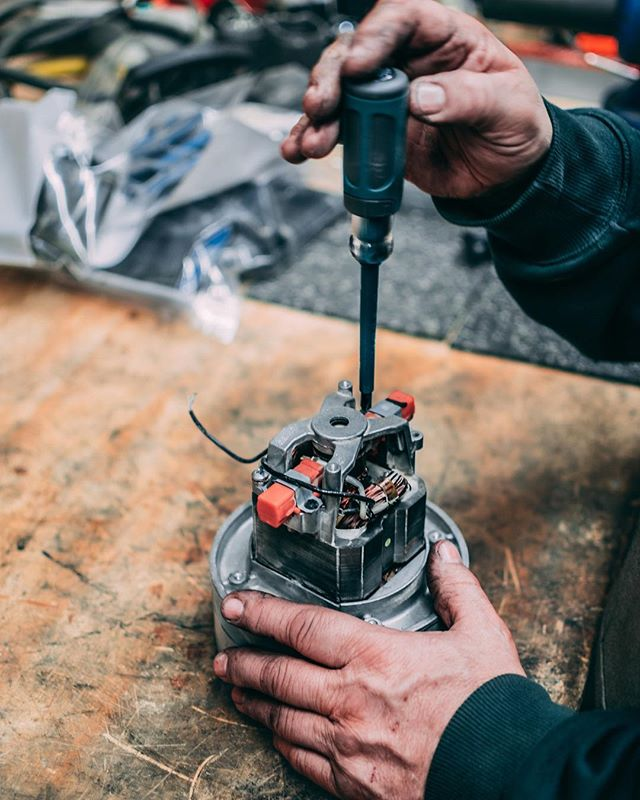 If it ain't broke, don't fix it... but if it is broke, we can fix it 🛠 We offer tool repair to get you back in the game! • • • #tools #professional #toolrepair #artisan #craftsman #flooringsupply #fixerupper #DIY #woodworking #milwaukee #waukesha #artisanfloorsupply
