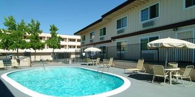 Rodeway Inn Auburn - Foresthill - 13490 Lincoln Way, Auburn, CA, 95603, USA530-885-7025gm.qiauburn@marquishotelsgroup.com