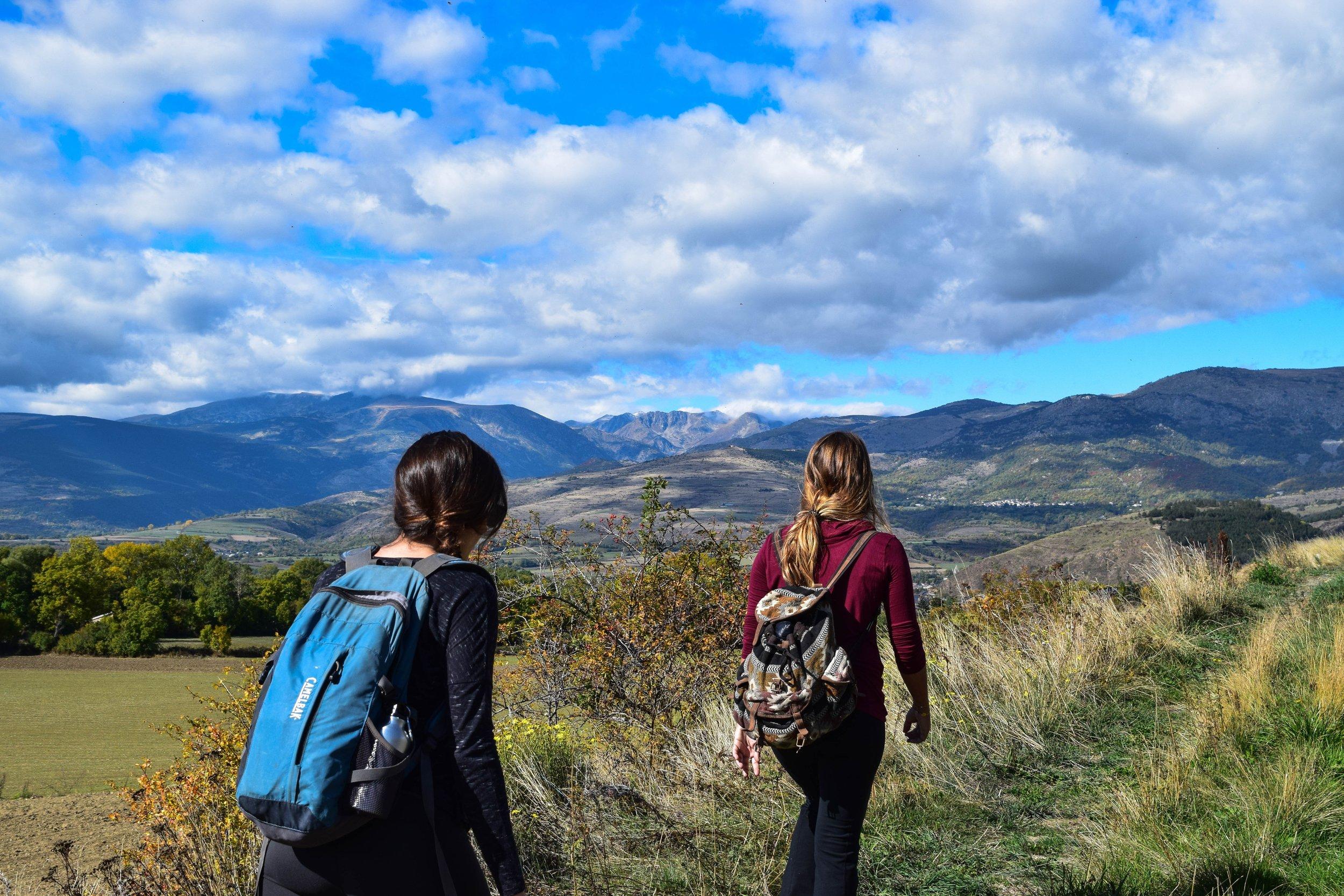 adventure-backpackers-girls-236973.jpg