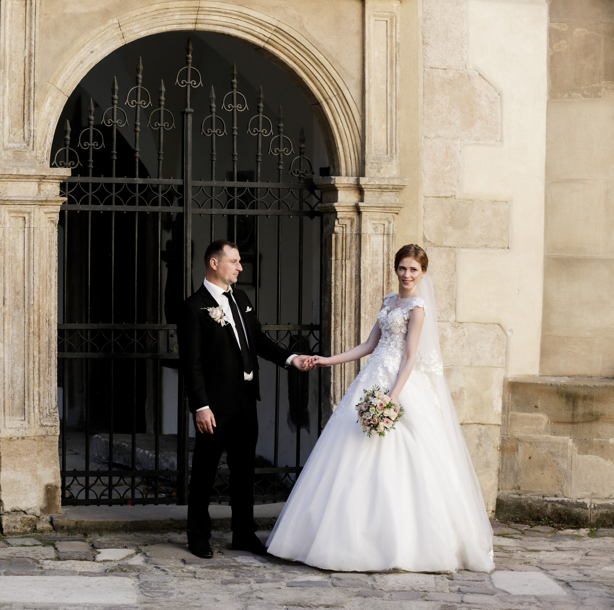 Masha Photographe  : When shooting weddings, Masha focuses on candid moments using artistic style to create that perfect shot.