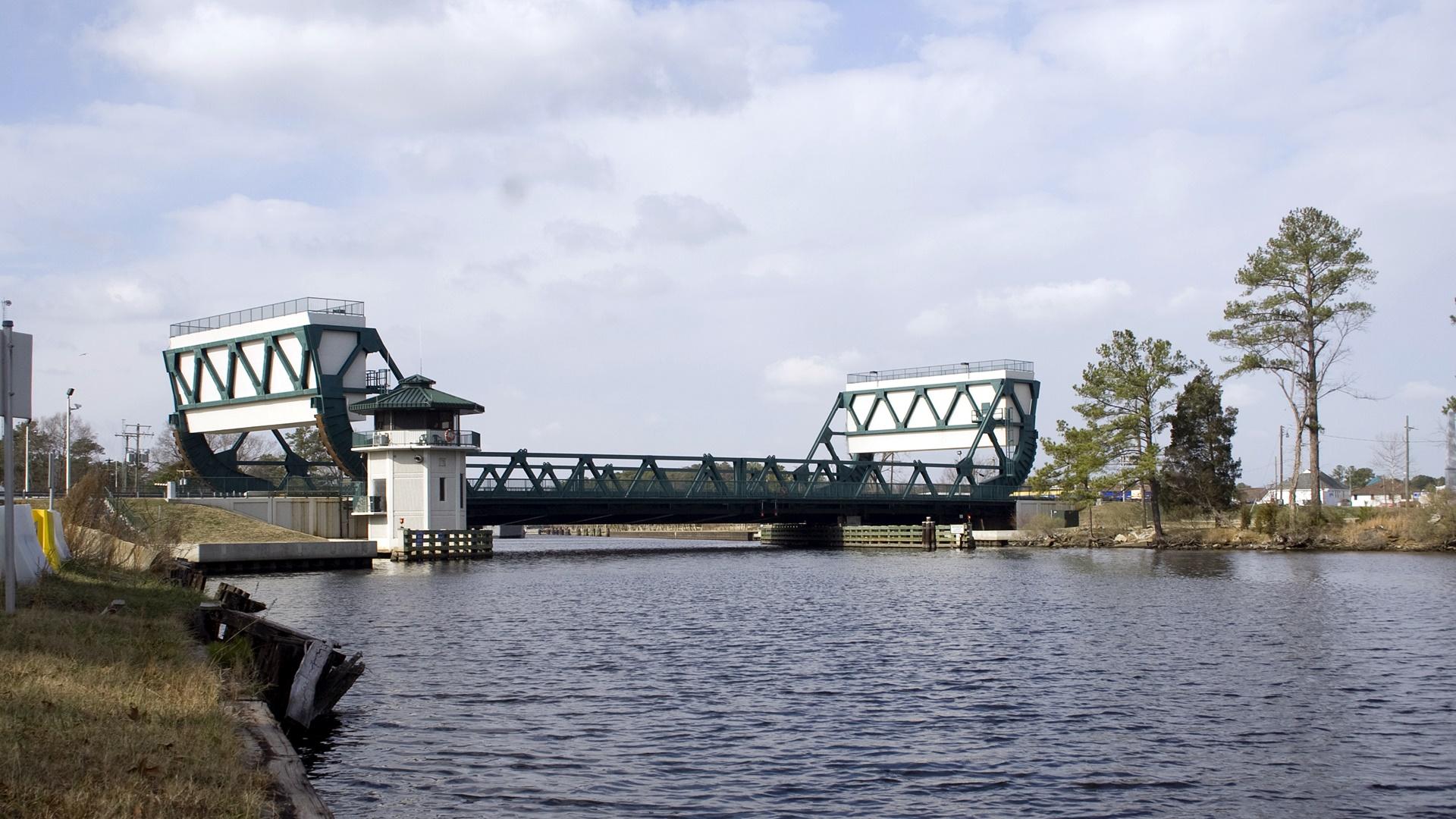 Great_Bridge,_Bridge_(080115-A-5177B-001).jpg