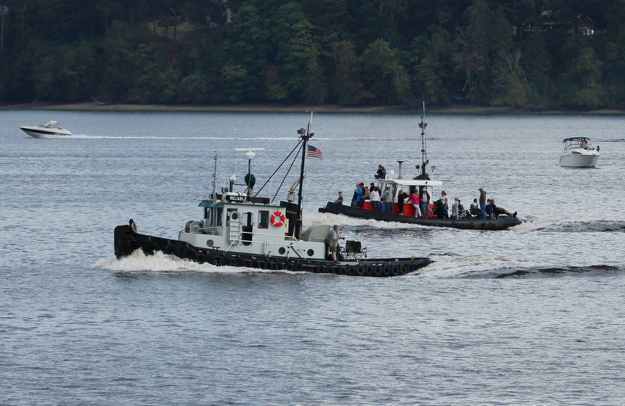 Tug Reliable Takes the Lead (lg Evans Marine Images)