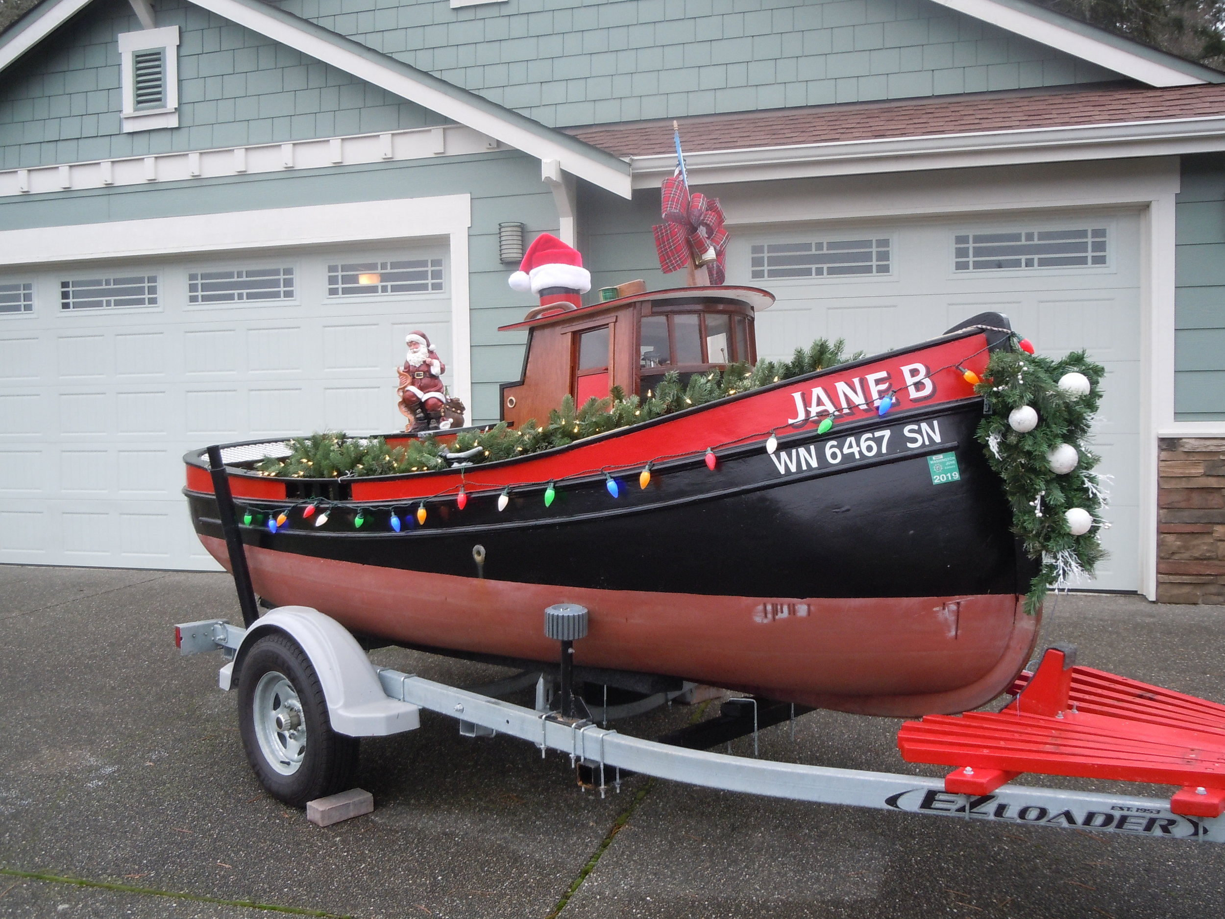 Mini Tug Jane B decked out for the holidays. Photo courtesy Bob Peck.