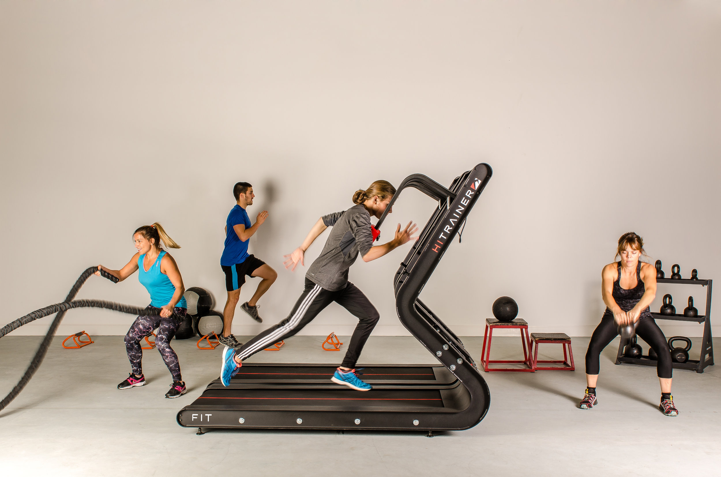 Entraînement en circuit - Station idéale pour introduire sans danger une intensité élevée, le HiTrainer est la pièce d'ancrage parfaite pour les circuits de conditionnement et l'entraînement de petits groupes. Grâce à la rétroaction immédiate des performances, les utilisateurs sont motivés pour réaliser leur potentiel et peuvent se livrer une compétition saine dans le gym.