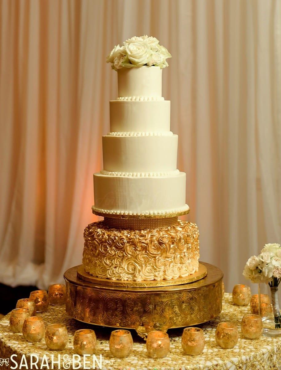 c-+-c-wedding-cake---buttercream---sarah-&-ben-photography-09-14-10-205-io.jpg