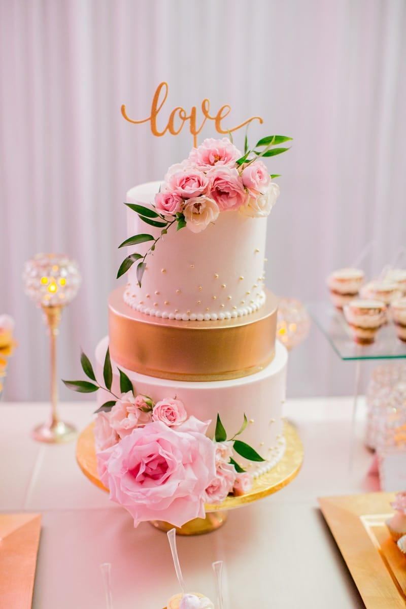 mel-and-brian-cake---meghan-cavanaugh-photography-io-02-45-59-070-io.jpg
