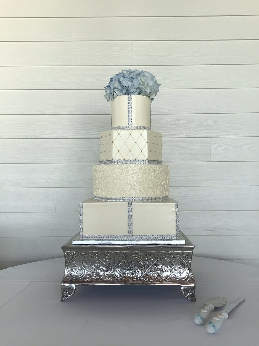 different-shapes---buttercream-and-bling-io-02-45-59-604-io.jpg