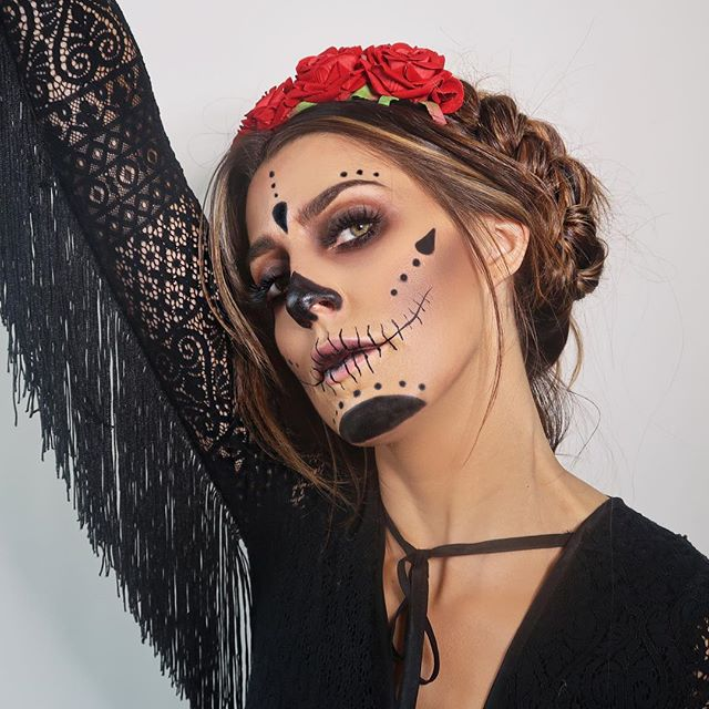 Have you Halloweened last weekend or saving it for THIS weekend?? 👹🎃🤗 Is it too late for me to rummage up another quick tutorial?! 🧐🧐🧐🧐🧐🧐🧐 #halloweenmakeup #dayofthedead #halloweenidea #halloweenideas #veganmakeup #veganmakeuplondon #veganmakeupartist #crueltyfreemakeup #crueltyfreemakeupartist #scarymakeup