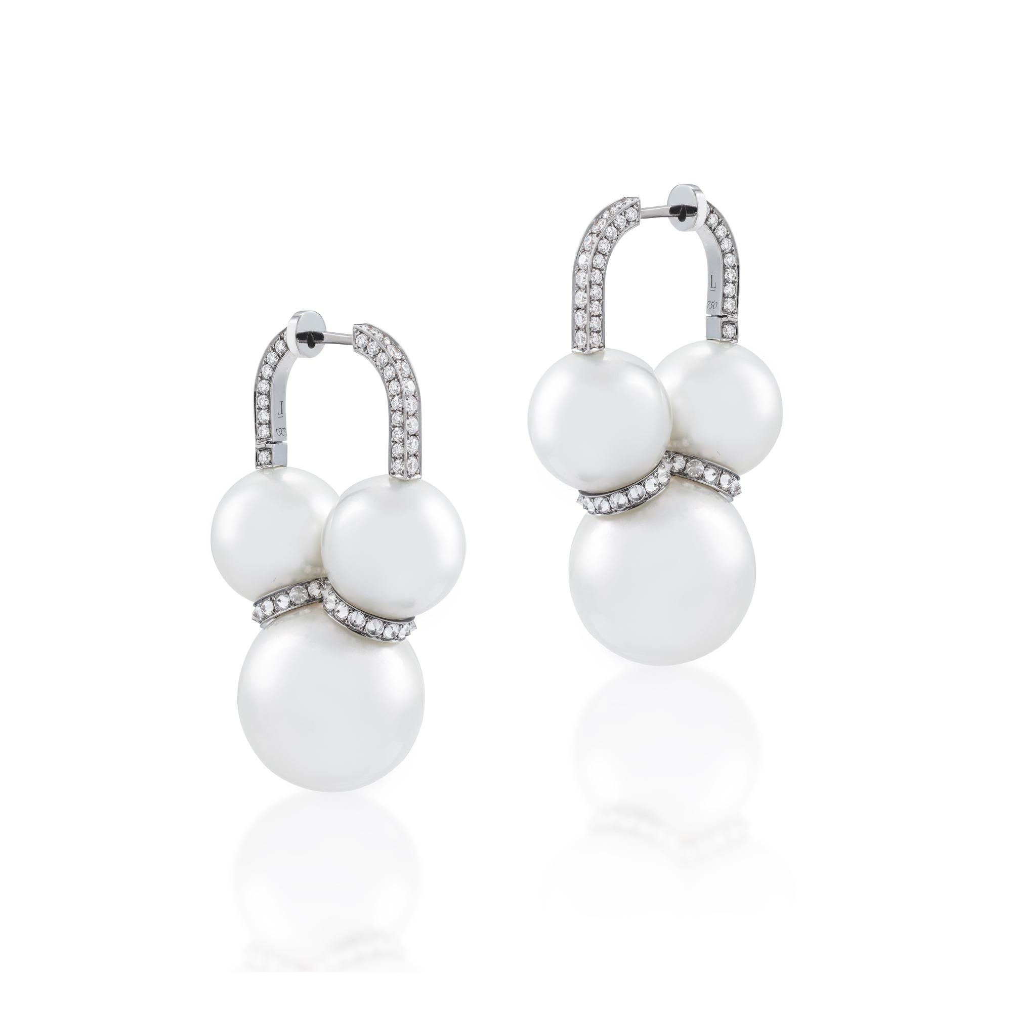 Tripple Pearl Earring White.jpg