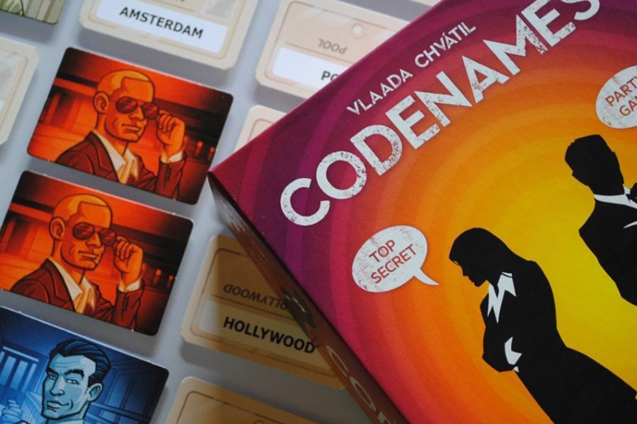 codenames_pictures_vlaada_chvatil_board_card_game_tabletop_party_word_analog_games_03-1.jpg