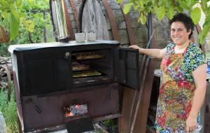 Caty w oven