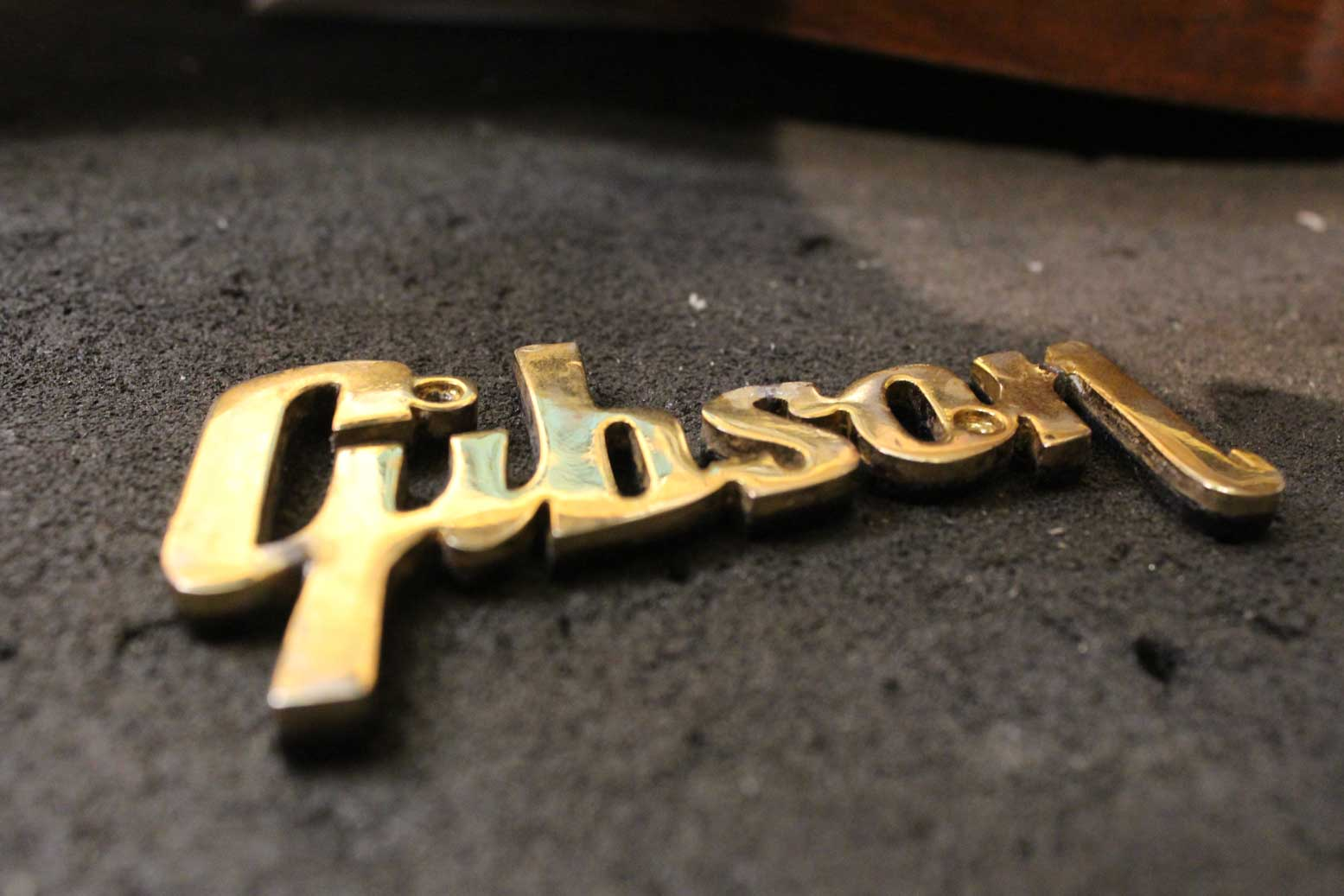 Gibson Amp logo repair