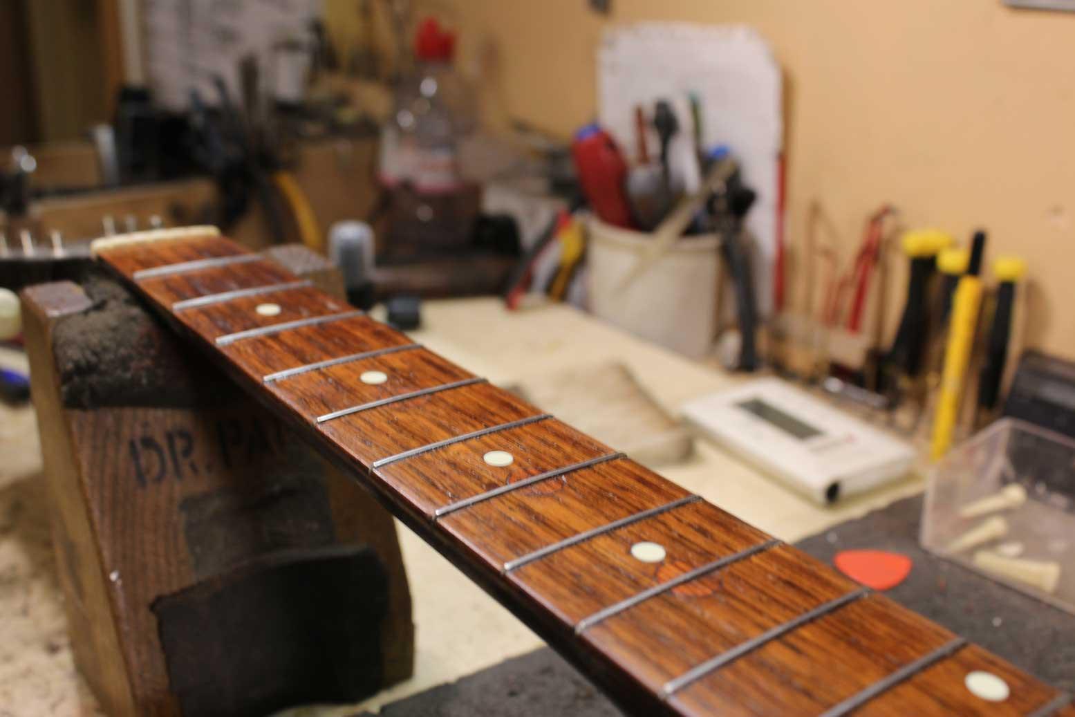 1931 Gibson L-0 (fretboard repair)