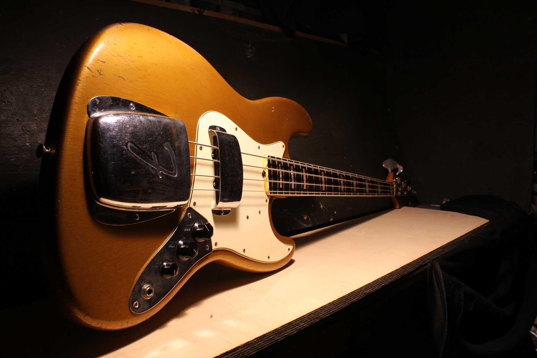 1968 Fender Jazz Bass ( Shoreline Gold )