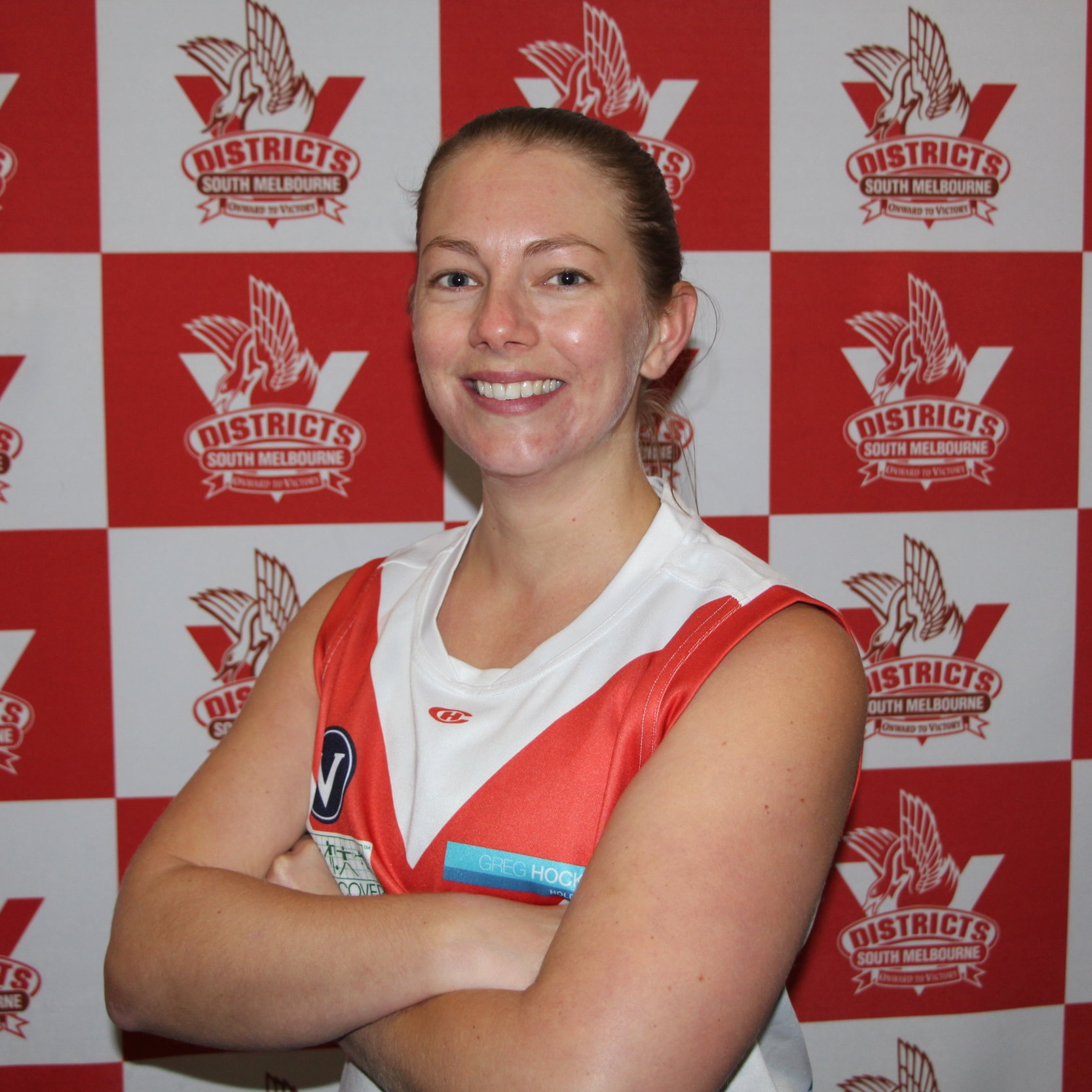 Emma F  Our #84 for the 2019 season is Emma. Emma began her SMDFC career as a fill in for Div 3 in 2018 and loved it so much she has come back to join us full time! Emma is a history teacher but prides herself on coming 6th in cross country against the year 7 girls in her 3rd year of teaching- she is hoping to beat them this year 3 years on. Away from footy you'll find Emma reading Harry Potter, running out of sauna's half naked to watch the Northern Lights or completing a triathlon.