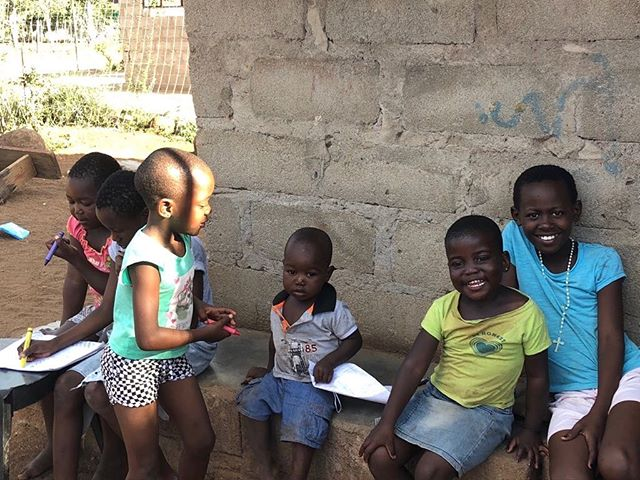 Students do classwork at Khahlela school in South Africa. Many of the students are refugees from Mozambique, and unemployment in the area is around 67%. Read more about Khahlela and what #kidsglobalnetwork did in South Africa in the link in our bio!