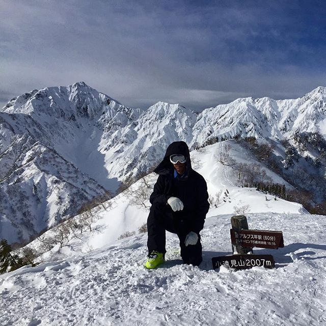 Made it to the top! Lines for days. #basehotelhakuba #skiing #freeskiing #japow #japanuary #ramen #sushi #backcountryskiing #hakuba #hakubavalley #powderskiing #yuki #snow #hakuba47 #shinkansen #airbnb #jumbochocomonaka #dalbello #armadaskis #japan #honshu